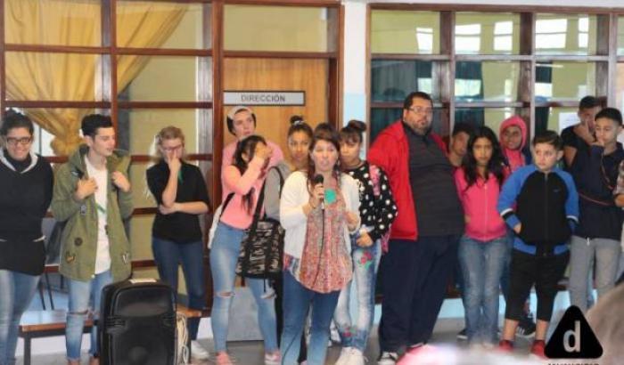 estudiantes del Liceo Nº 73 en el lanzamiento
