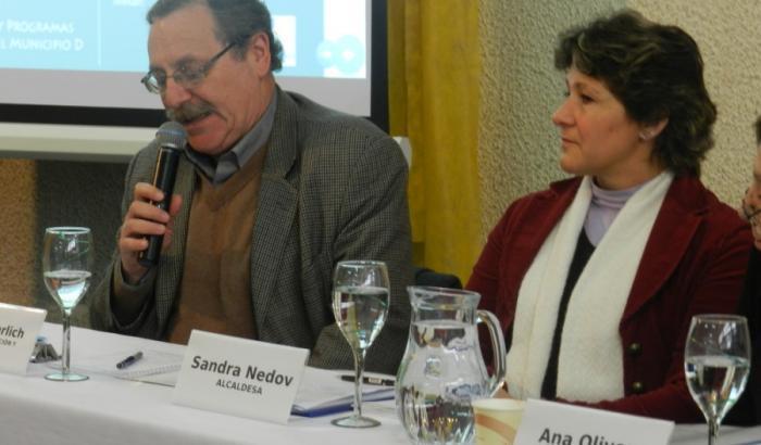 Ministro de Educación y Cultura y la Alcadesa del Municipio D