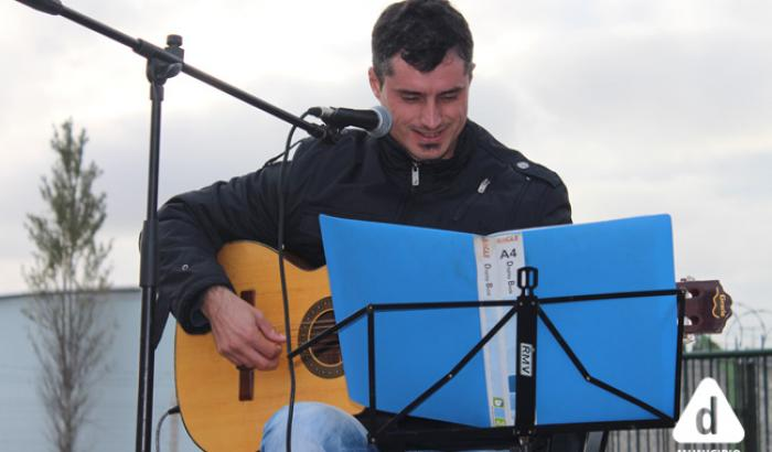 Damián Leites compartiendo sus canciones