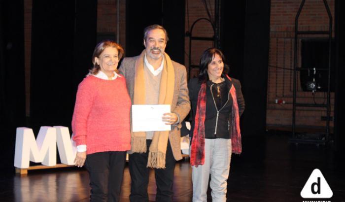 Entrega del premio al Director de Planificación y la Directora de Planificación