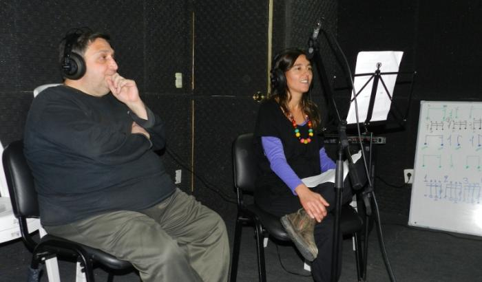 Miguel Cossio de Cumbre FM y Miriam del Área Social 10