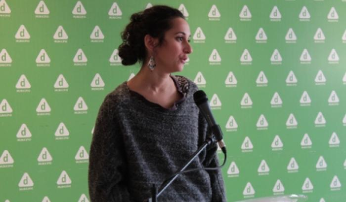 Cecilia Vidal presentando la muestra del Centro de Fotografía