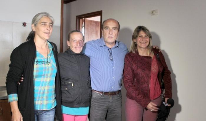 La Alcaldesa del Municipio d, el Intendente y la Directora de Vivienda visitando